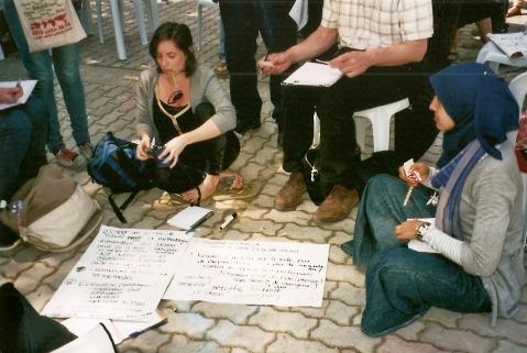 Atelier en sous-groupe lors d'une assemblée de convergence à Tunis au printemps 2013